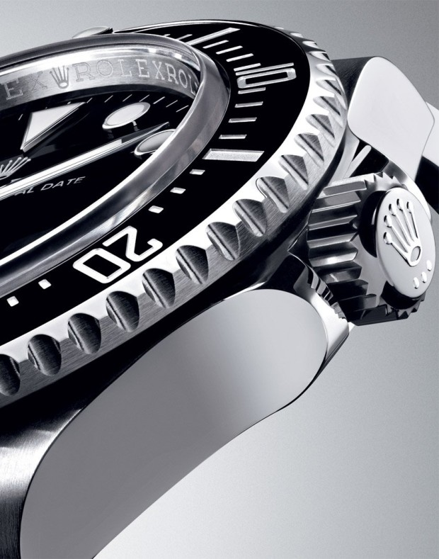 Rolex-116600-Sea-Dweller-4000m-Crown-Case-Closeup-Baselworld-2014-via-Perpetuelle-620x789