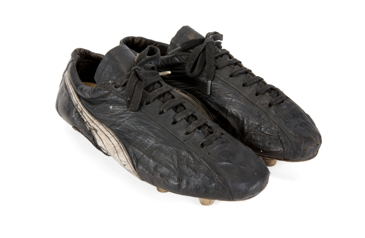 PELÉ 1970s GAME WORN FOOTBALL BOOTS
