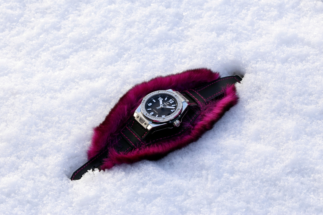 hublot_big-bang-one-clic-cuddly-cuff-fuchsia5