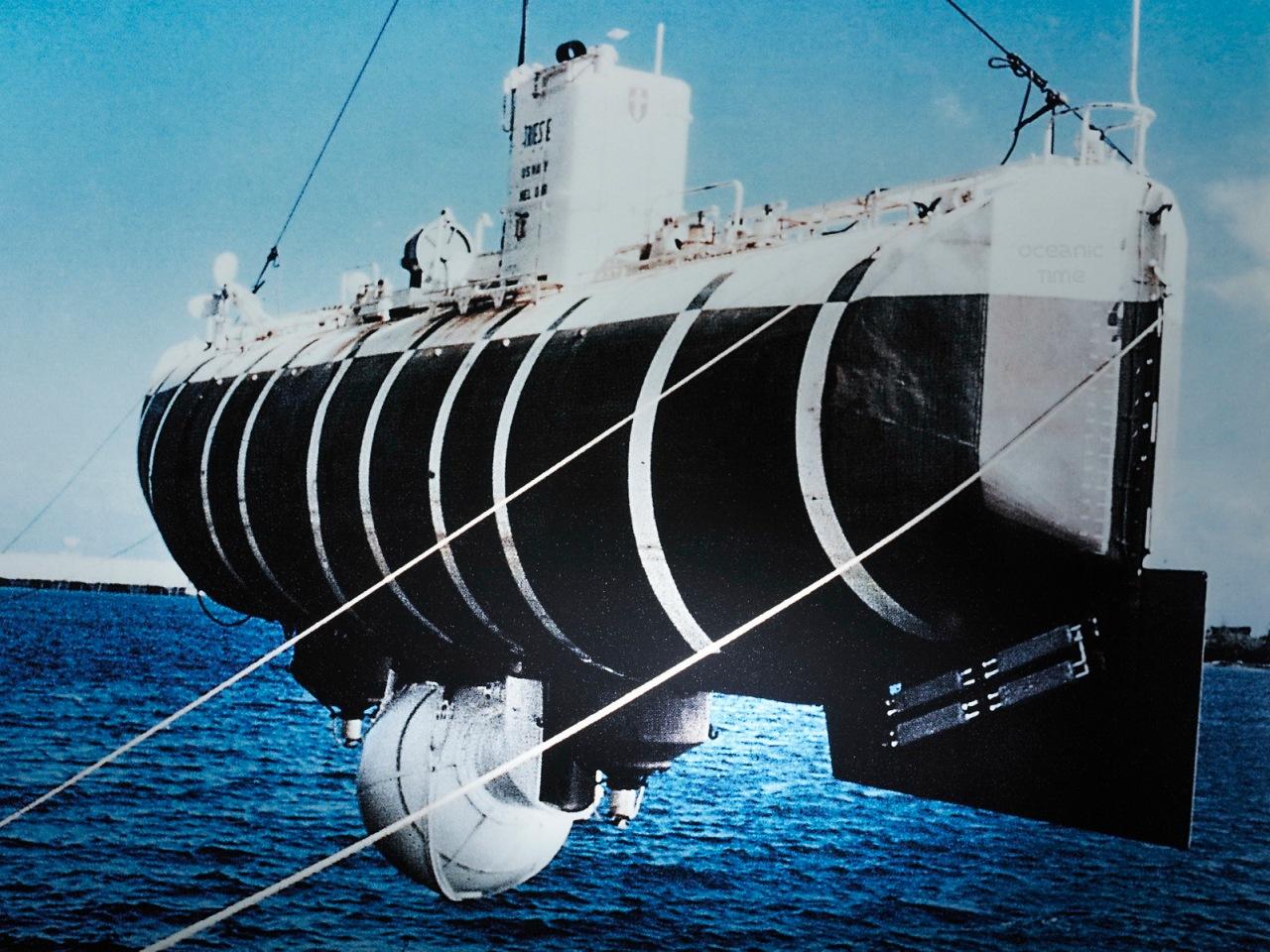 """Documents d'archives, photographie du bathyscaphe """"Trieste"""", ayant plong?dans la """"Fosse des Mariannes"""" en janvier 1960"""