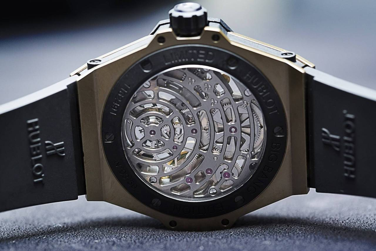 Hublot-Big-Bang-Tourbillon-5-day-Power-Reserve-Indicator-Full-Magic-Gold-watch-baselworld-2015-in-king-gold-back